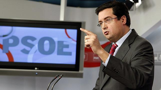 Óscar López aclara que el recurso ante el TC del euro por receta solo está en «estudio»
