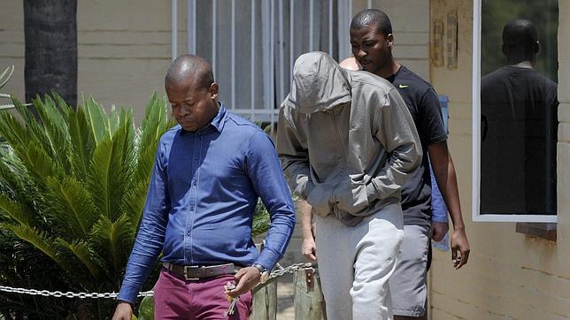 La Policía acusa a Pistorius de asesinato premeditado