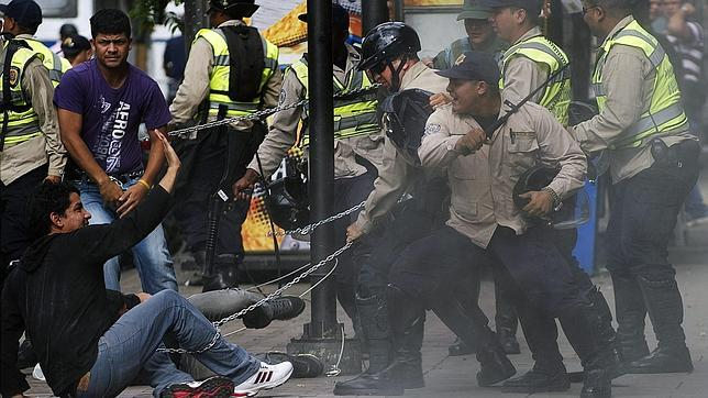 Estudiantes venezolanos piden que se declare la ausencia absoluta de Hugo Chávez