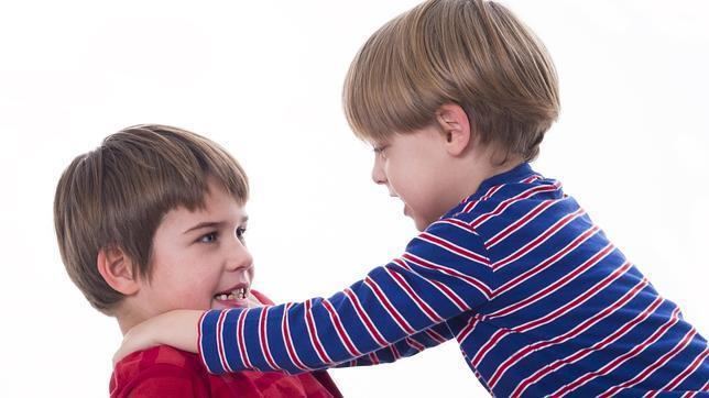 Qué hacer cuando tu hijo pega o le pegan