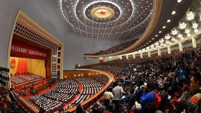 El régimen chino aumenta los gastos sociales y militares para mantener el poder