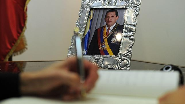 Nicolás Maduro anuncia que Chávez será embalsamado y velado siete días más