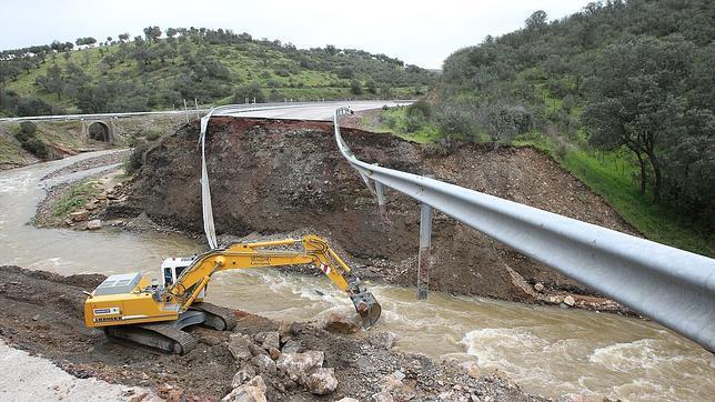 Los vecinos de Fuencaliente cortarán los desvíos de la N-420 en señal de protesta