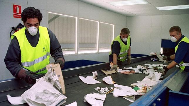 La industria papelera española recicló cinco millones de toneladas de papel y cartón usado en 2012