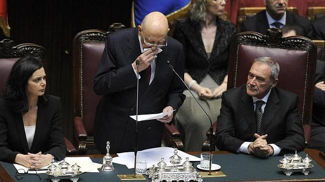 Las lágrimas de Napolitano ante el «caos político» de Italia