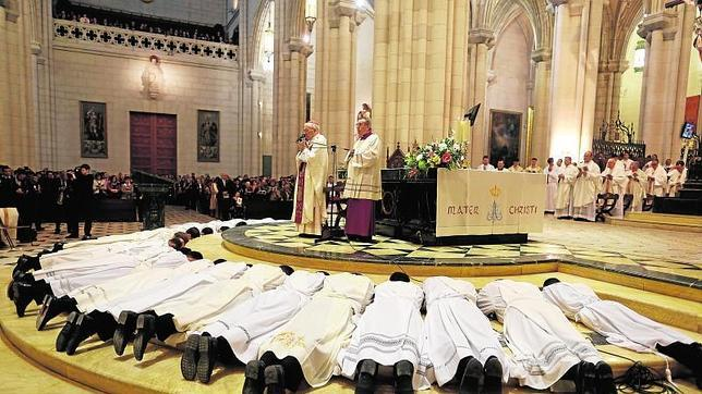 El cardenal Rouco ordena a 22 sacerdotes en la Catedral de la Almudena