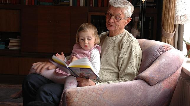 «Los abuelos que cuidan de los nietos tienen derecho a un respiro»