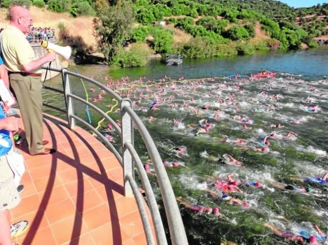 A nado, en bici y corriendo por las calles de Córdoba