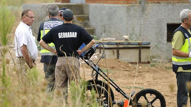 El padre de Marta, Antonio del Castillo, estuvo a pie de campo para conocer los últimos detalles de la operación