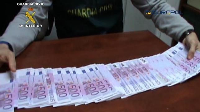 Durante los registros, también se han intervenido 225.230 euros en efectivo y objetos por valor total de 13.750.000 euros