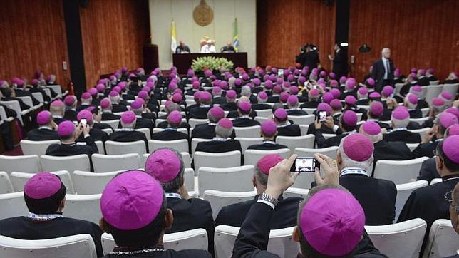El Papa urge a los obispos y sacerdotes «a servir a Cristo en las favelas»