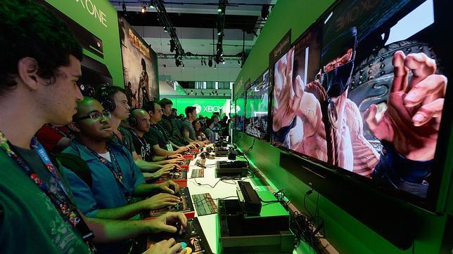 Jugadores en la E3 probando la Xbox One