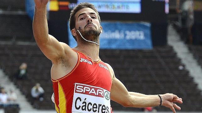 Eusebio Cáceres, a la final de un salto