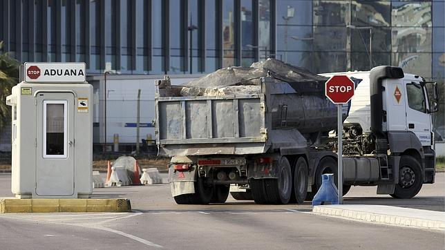 El Gobierno prohíbe el paso de camiones con piedras a Gibraltar