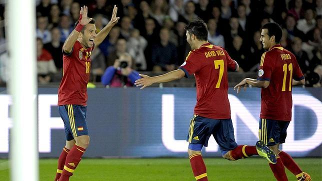 Dos destellos salvan a una España discreta en Finlandia