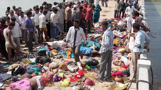 Al menos 91 muertos tras una estampida en un templo hindú de la India
