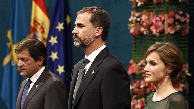 Los Príncipes de Asturias presiden la entrega de los galardones en el Teatro Campoamor de Oviedo