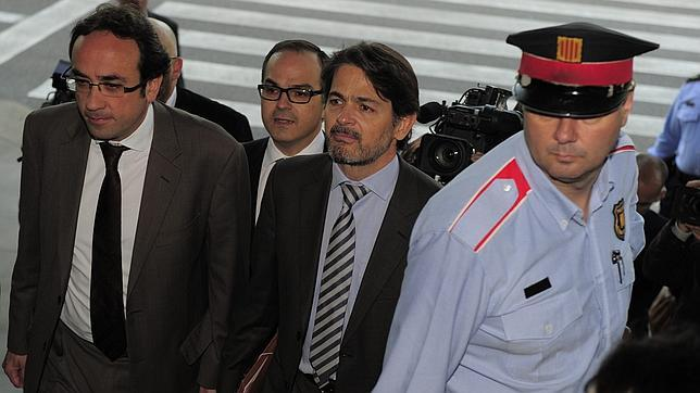 Oriol Pujol (con corbata a rayas) está inculpado en el caso de las ITV