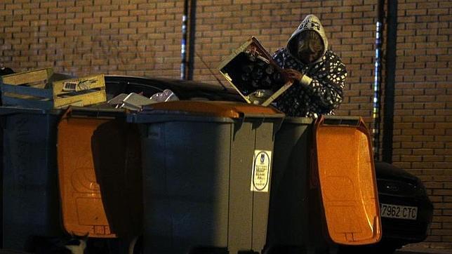 Los «clientes» de la basura en Madrid