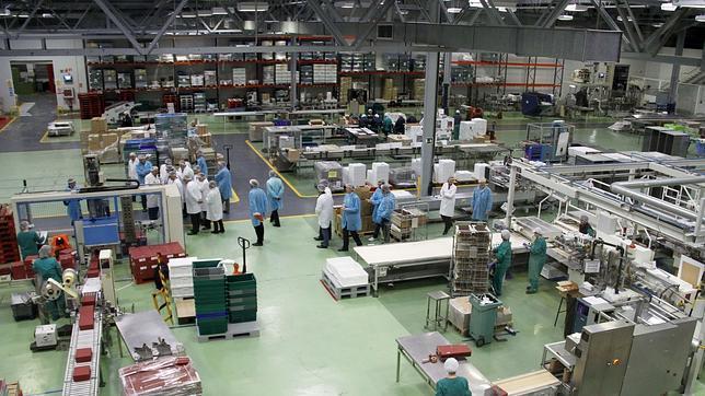 La industria española crea empleo por primera vez en 41 meses