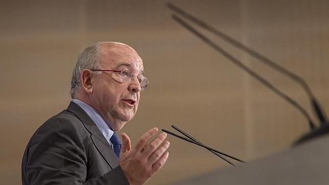 Almunia quiere eliminar las subvenciones a los aeropuertos