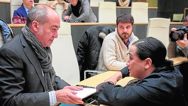 La mujer de Eguiguren negocia en secreto el apoyo del PSE al plan de «paz» de Bildu