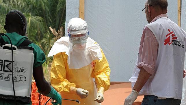 El mal estado de un baño desata la alarma de Ébola en un vuelo de Air France en París