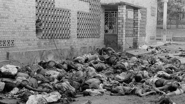 Matanza ante la iglesia de Musha, en la localidad ruandesa de Gikoro, el 13 de abril de 2004