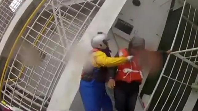 Dramático vídeo del rescate de los supervivientes en el ferry hundido en Corea