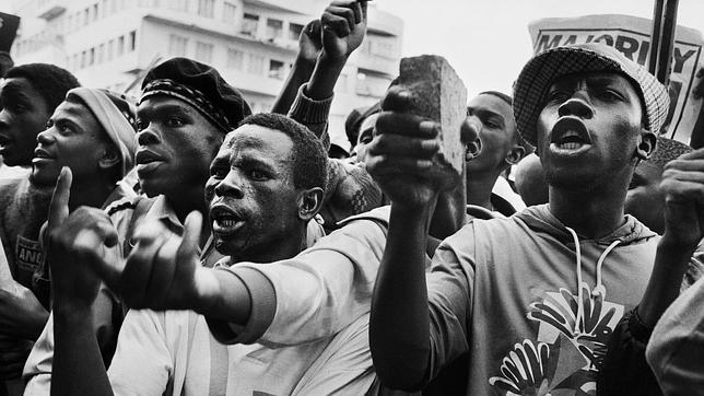 El fotógrafo de Mandela: «Maté al apartheid con mi cámara»