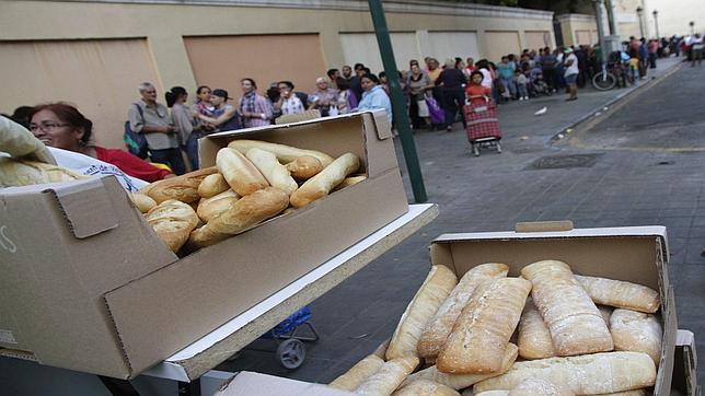 Imagen de las barras de pan preparadas en el Banco de Alimentos de Valencia