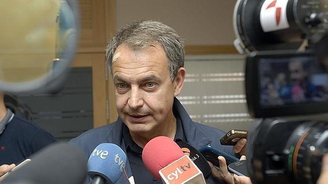 José Luis Rodríguez Zaptero, el pasado del PSOE, acudió este domingo 13 de julio a votar con una tirita en el lado derecho de la frente