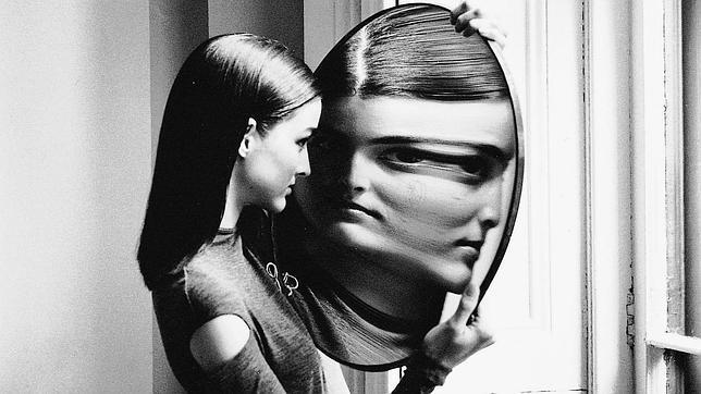 Te miras demasiado al espejo en busca de defectos? Cuidado: podrías sufrir captotrofilia
