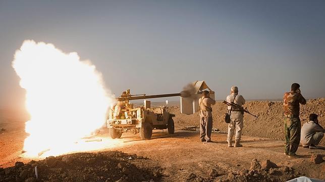 Milicianos kurdos atacan posiciones del Estado Islámico en el norte de Irak