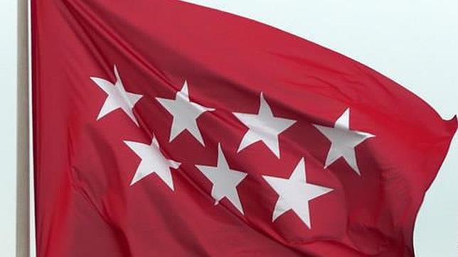 La bandera oficial ondea en un edificio autonómico