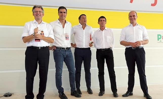 De izquierda a derecha: Achim Post, Pedro Sánchez, Matteo Renzi, Manuel Valls y Diederik Samson