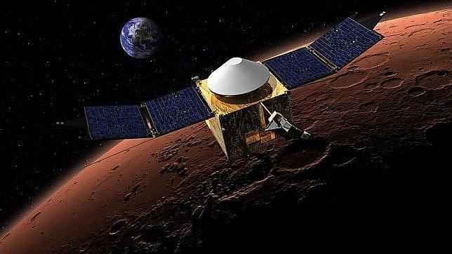 Recreación de la sonda Maven en órbita sobre Marte
