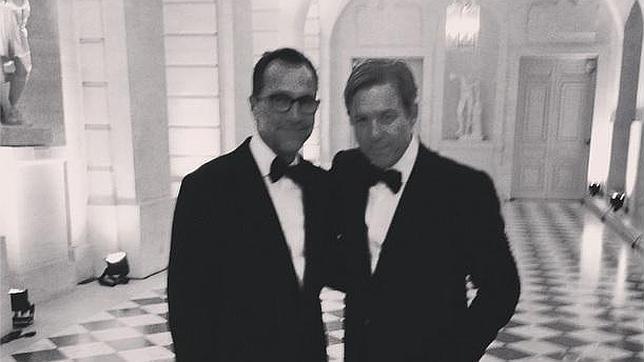 El embajador y su pareja ofrecieron una fiesta