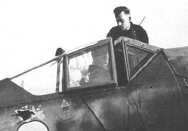 «Focke Wulf Fw 190» dañado tras un combate. Pueden apreciarse los impactos de bala en el fuselaje y el cristal blindado
