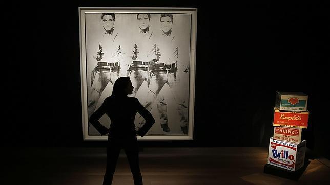 «A la izquierda, «Triple Elvis», de Warhol, que saldrá a subasta el 12 de noviembre en Christie's de Nueva York