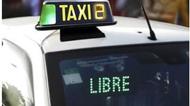 El luminoso led que se instala en los parabrisas de los taxis