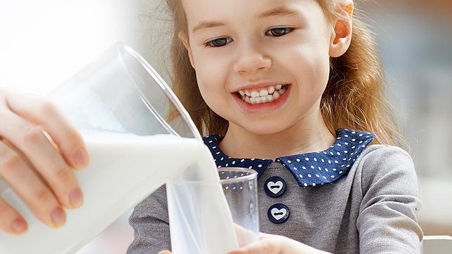 Los expertos siguen recomendando el consumo de leche