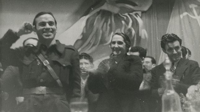 La Pasionaria junto a Francisco Antón