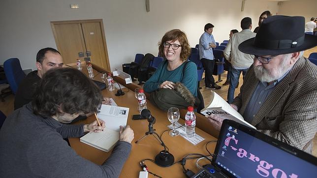 David Barreiro firma ejemplares de su libro «Peláez, historias de un periodista de provincias» en Valencia
