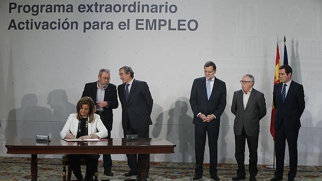 Firma del acuerdo entre el Gobierno y los agentes sociales