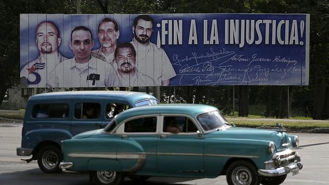 Cartel reivindicando la liberación de los presos cubanos encarcelados en Estados Unidos