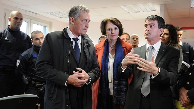 El primer ministro francés, Manuel Valls, durante una visita a instalaciones policiales en las cercanías de Montpellier el pasado 22 de diciembre