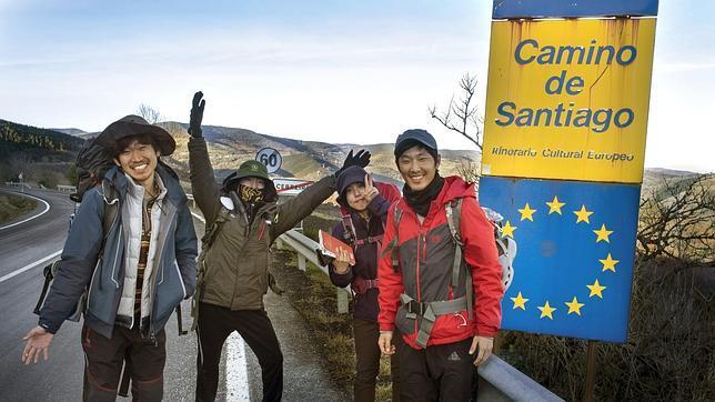 Cuatro coreanos peregrinan desde O Cebreiro este 1 de enero
