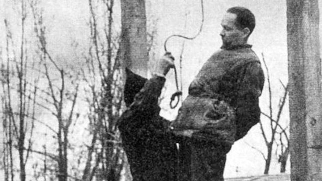 Momento de la ejecución de Rudolf Höss en 1947