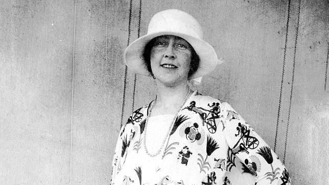 Agatha Christie, en una de las fotografías recogidas en «El gran tour»,  «con su vestido de caballos y cuádrigas»